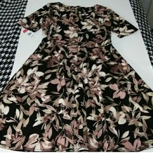 London Style Dresses - NWT London Style Abstract Leaf/Floral